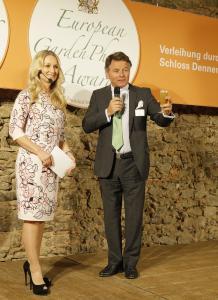 Begrüßung durch Robert von Süsskind und Eva Grünbauer