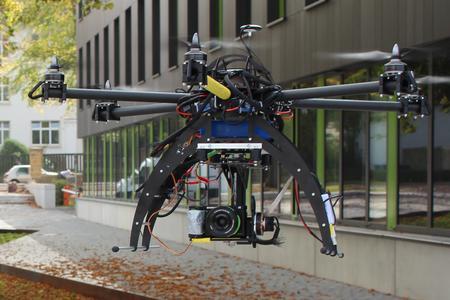 Mit diesem Multicopter haben Fabian und Janik Schlarmann die Hochschul-Standorte aus der Luft gefilmt