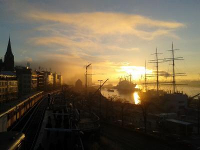 Jugendherbergen bieten tolle Winter-Programme an - wie z.B. in Hamburg lassen sich im Winter die herrlichsten Sonnenuntergänge beobachten
