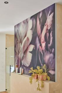 Eine bedruckte Glasfläche mit einem bunten Motiv wird zum exklusiven Eyecatcher: Gestalten Sie diesen mit Ihrem persönlichen Wunschmotiv!