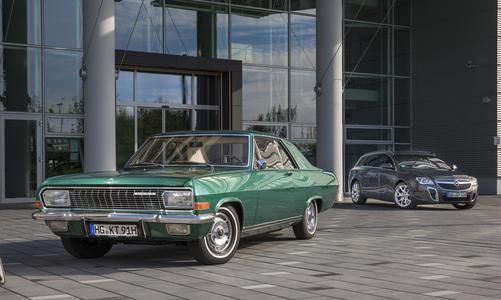 Entfernte Verwandte: Opel zeigt beim Klassikertreffen in Rüsselsheim das wunderbare Diplomat A Coupé aus den Sechzigern und eine Sonderausstellung zur Kombi-Tradition der Marke, die mit dem Insignia OPC Sports Tourer bis in die Gegenwart reicht
