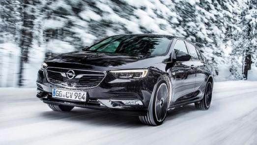 Sicheres Opel-Flaggschiff: Der Opel Insignia fährt auf Wunsch mit dem im Segment einzigartigen Allradantrieb mit Torque Vectoring vor – damit bleibt das Auto auch auf Schnee sicher in der Spur