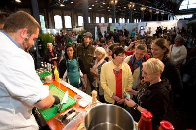 Live-Kochshow auf dem Heldenmarkt