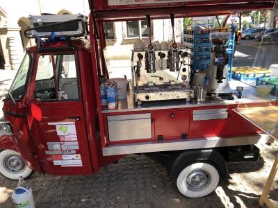 """Das """"Mobile Café"""" soll den Menschen in Gibitzenhof und der Werderau Freude bereiten / Bild: Dieter Barth, wbg Nürnberg"""