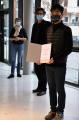 vl. Maud Zieschang, Fernweh Büro; Dr. Arne Zerbst, Präsident; Sung-Ho Jo, Preisträger; Quelle: Muthesius Kunsthochschule/Anja Segschneider