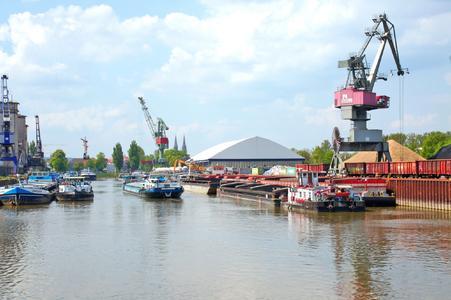 Der Hafen in Regensburg: Die Nummer 1 unter den bayerischen Donauhäfen. Foto: obx-news