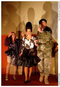 Sabine Unger (Miss Furnival), Judith Lilly Raab (Carol Melkett), Tobias D. Weber (Colonel Melkett)