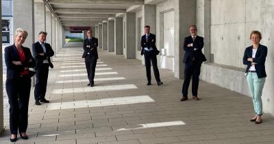 Coronabedingt auf Abstand, in der Sache vereint – der neue Vorstand des BVDD (v.l.): Dr. Thyra Caroline Bandholz, Generalsekretärin, Dr. Thomas Stavermann, Vizepräsident, Dr. Jan Ter-Nedden, Schatzmeister, Dr. Uwe Schwichtenberg, Beisitzer, Dr. Ralph von Kiedrowski, Präsident, Dr. Cora Lu Overbeck, Beisitzerin
