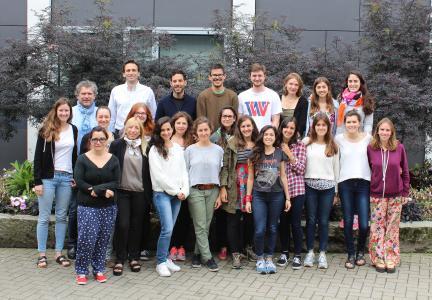 Die Gruppe der argentinischen und deutschen Studierenden und Dozenten um Prof. Dirk Junker, Damián Pérez (hintere Reihe 1. und 2. von links), Alissa Ziegler (2. Reihe 2. von links)  und Claudia Montoro (1. Reihe 2. von links)