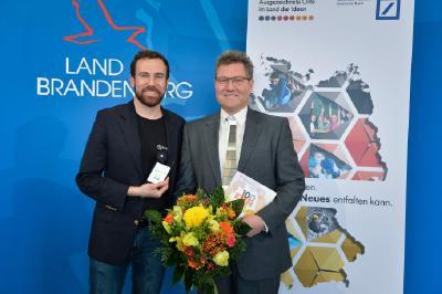 Nach der Auszeichnung: Geschäftsführer Kilian Moser (l.) und Team-Berater Prof. Dr. Marcus Frohme