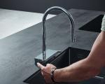 Die neue Küchenarmatur Aquno Select M81 von hansgrohe ist ein neues Gesamtsystem aus unkonventionellem Produktdesign gepaart mit innovativer Strahl-Technologie.