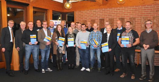 Zum erfolgreichen Abschluss gratulierte Präsident Harald Herrmann (links) den Absolventen, Dozenten und dem Team der Bildungsakademie, Foto: Handwerkskammer Reutlingen