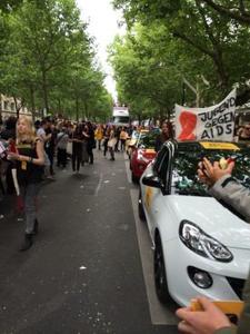 Einzigartige Aktion: Ab sofort sind Opel und Jugend gegen AIDS e. V. auf 16 Christopher Street Day-Paraden gemeinsam unterwegs, um Vorurteile aufzubrechen. Den Auftakt machten die kunterbunten Opel ADAM auf dem Berliner CSD am Wochenende