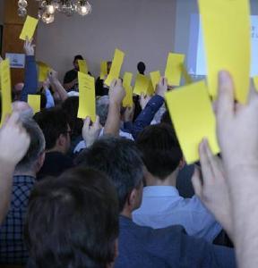 Abstimmung auf der Delegiertenversammlung in Brno © Foto: Daniel Hrdinka/ADAMS
