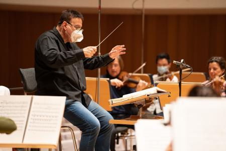 Daniel Orén mit Orchester