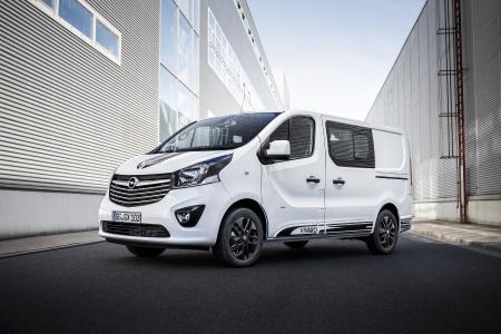 Sportlicher Look: Schwarze Zierstreifen auf Motorhaube, Dach und an den Seiten verleihen dem neuen Opel Vivaro Sport Dynamik