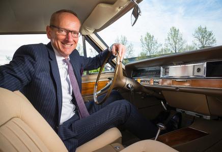 Starke Strecke: Opel-Chef Dr. Karl-Thomas Neumann freut sich auf die Rundfahrt mit 180 weiteren klassischen Fahrzeugen durch das Dreiländereck Deutschland-Österreich-Schweiz