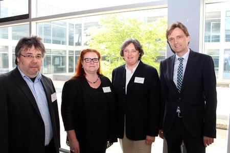 Freuen sich über die erfolgreiche Konsensus-Konferenz (v.l.): Professor Dr. Andreas Büscher, Martina Klenk, Professorin Dr. Friederike zu Sayn-Wittgenstein und Hochschulpräsident Professor Dr. Andreas Bertram