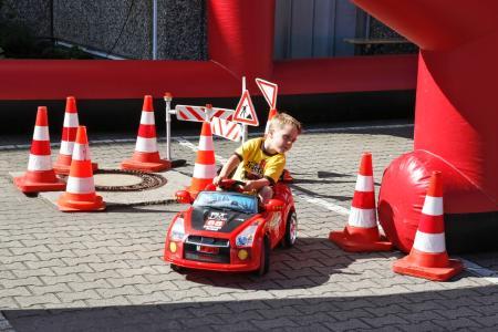 Spaß auch für die Kleinsten: Auch die jüngsten Besucher des Jubiläumsfestes hatten Grund zur Freude. Die Organisatoren hatten ein buntes Unterhaltungsprogramm für Groß und Klein auf die Beine gestellt