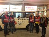 Vlnr. Heribert Rech, DRK Kreisverbandsvorsitzender und Innenminister BW a.D., Ellen Schuh, Melina Franke, Roland Weber und Aksana Novikova sind mit dem DRK Kältebus unterwegs
