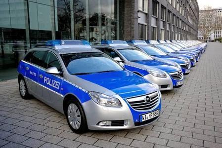 Die hessische Polizei ist künftig im Opel Insignia Sports Tourer unterwegs: Insgesamt rund 800 Funkstreifenwagen werden in den nächsten Jahren an die Behörde ausgeliefert