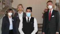 Barbara Jahreiß (Hausdame) und Christiane Breidenbach (Serviceleitung) mit Hotelfachmann Noorollah Shahabi und Werkleiter Dr. Stefan Raueiser (v.l.n.r.).