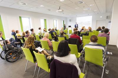 Aufmerksam verfolgten die Teilnehmerinnen und Teilnehmer des Symposiums die Vorträge. Die Veranstaltung wurde moderiert von Dr. Martina Holtgräwe (Hochschule Osnabrück) und Dr. Marc Lindart (FH Münster)