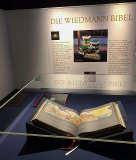 Die Wiedmann Bibel ART-Edition ausgestellt im Mainzer Gutenberg-Museum
