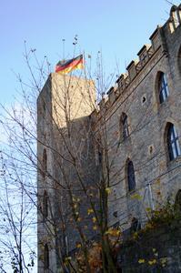 Über 120 Gäste waren der Einladung von INTHERMO nach Neustadt an der Weinstraße ins Hambacher Schloss gefolgt. Der historische Ort gilt als die Wiege der Demokratie in Deutschland. (Foto: Achim Zielke für INTHERMO, Ober-Ramstadt; www.inthermo.de)