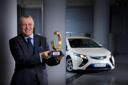 Opel Ampera gewinnt Auto Trophy 2010: Bei der von der Auto Zeitung veranstalteten Leserwahl Auto Trophy 2010 siegt der Opel Ampera in der Klasse der Elektrofahrzeuge. Mehr als 100.000 Leser der Fachzeitschrift beteiligten sich an der Wahl und sahen den Ampera deutlich vor seinen Konkurrenten. Opel Vice President  Marketing Sales und Aftersales Alai