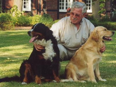 Bildunterschrift: Haushüter kümmern sich während der Urlaubszeit nicht nur um Garten und Briefkasten sondern versorgen auch die geliebten Haustiere. Foto: VDHA / Immowelt.de