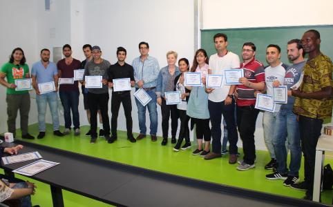 Auf der Abschlussveranstaltung erhielten 15 Teilnehmerinnen und Teilnehmer der 2. Sommerschule für Geflüchtete ihre Zertifikate / Foto: TH Wildau / Bernd Schlütter