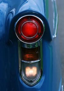 """Charakteristischer Blickfang: Die markanten Rückleuchten-Einheiten sorgen dafür, dass das Opel-Topmodell bald überall als """"Schlüsselloch""""- Kapitän bekannt ist"""