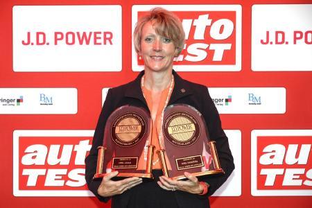 Die Zuverlässigsten Autos: Opel-Qualitätschefin Elvira Tölkes nahm die J.D. Power-Auszeichnungen für ADAM und Insignia entgegen