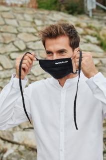 miamasuku® Alltagsmaske mit Stoffband (Schwarz) Eleganz und Leichtigkeit ganz in dezentem Schwarz mit Stoffbändern zur Befestigung hinter dem Kopf. Unsere atmungsaktive Alltagsmaske aus 100% OEKO-TEX®-zertifizierter Baumwolle.