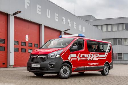 Viel Platz: Der Opel Vivaro Combi bringt als Mannschaftstransportwagen bis zu neun Feuerwehrleute und deren Ausrüstung sicher zum Einsatzort