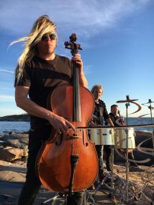 Eicca Toppinen und Apocalyptica performen Finlandia (c Pascal Capitolin)