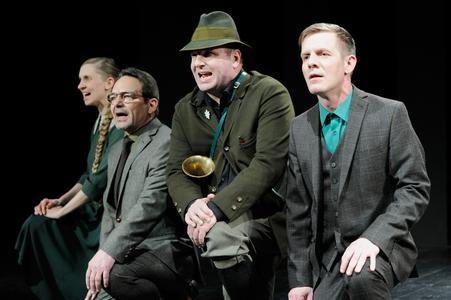 """Schauspiel Essen zeigt Elfriede Jelineks Identitäts- und Heimatmonolog """"Wolken.Heim."""""""