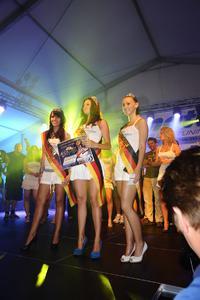 Schöner Brauch: Die hübscheste Dame wird von einer prominenten Jury zur Miss Opel gekürt
