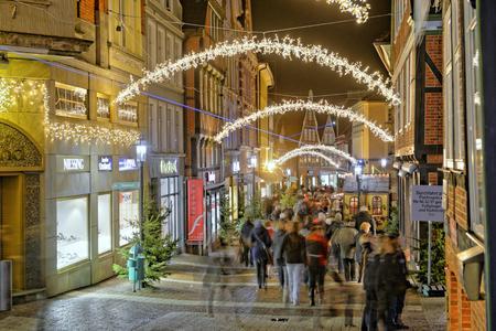 Schwedische Lichterkönigin Lucia erscheint in Stade zum Weihnachtsmarkt / STADE Tourismus-GmbH/Martin Elsen