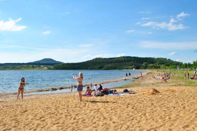 Görlit am See - sonniger Strandtag am Berzdorfer See / Quelle: EGZ