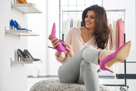 Orthopädische Einlagen von medi gibt es jetzt auch speziell für Schuhe mit hohen Absätzen. Sie passen sich unterschiedlichen Absatzhöhen flexibel an