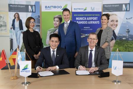 Die Unterzeichnungzeremonie zwischen Bamboo Airways und Flughafen München: Bui Quang Dung, Bamboo Airways (left) and Andreas von Puttkamer, Flughafen München (rechts)