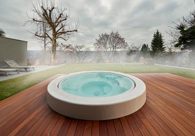 """… sowie zwei weitere Plätze in der Bestenliste in der Kategorie """"Whirlpools"""" mit diesem… / Foto: SSF.Pools by KLAFS"""