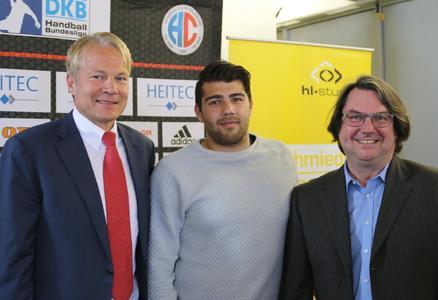 v.l.: Dr. Carsten Bissel (Aufsichtsrat HC Erlangen), Kevin Herbst, Alfons Loos (Geschäftsführer hl-studios GmbH), Foto: hl-studios, Erlangen