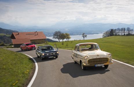 Goldene Zeiten: Der Star bei der Bodensee Klassik war der 2millionste Opel, ein vergoldeter Kapitän mit dem Baujahr 1956