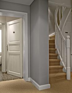 Die lichte graue Farbgebung bildet die Grundlage für die  Farbkomposition insgesamt, Foto: Caparol Farben Lacke Bautenschutz/Martin Duckek