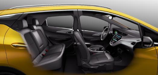 Opel Ampera-e: Der Reichweiten-Champion / Kompakter Könner: Der Opel Ampera-e überzeugt im Alltag mit Platz für fünf Passagiere und einem Kofferraumvolumen von 381 Litern