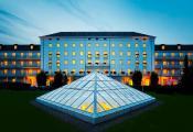 H-Hotel Friedrichrode bei Nacht. / Bild von h-hotels.com