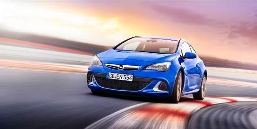 Der neue Astra OPC steht zwar noch nicht bei den Opel Händlern, ist aber schon bestellbar und auf dem Opel Stand in der Motorsport-Arena Oschersleben ausgestellt